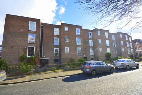 2 bedroom flat for sale - Grassendale Court, Cressington