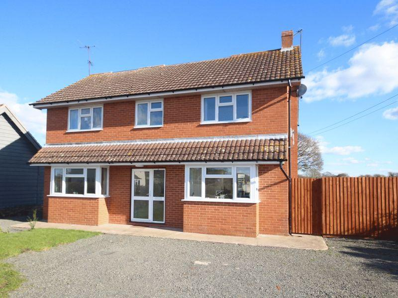 4 Bedrooms Detached House for sale in ALLENSMORE