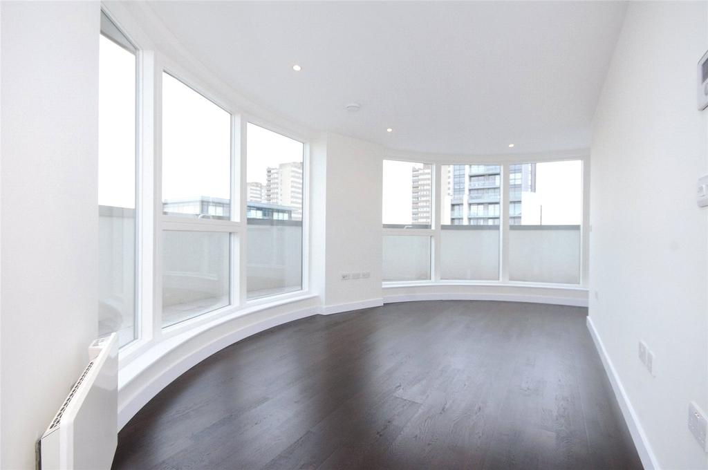 3 Bedrooms Flat for rent in Masson House, Pump House Crescent, Kew Bridge West, Middlesex