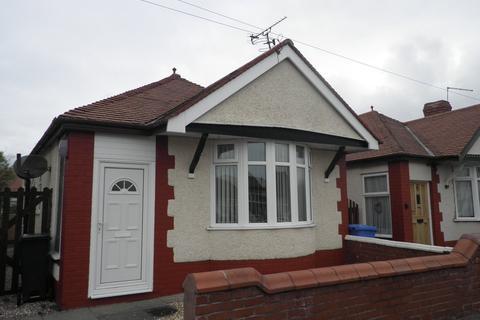 2 bedroom detached bungalow to rent - Regent Road, Rhyl, LL18