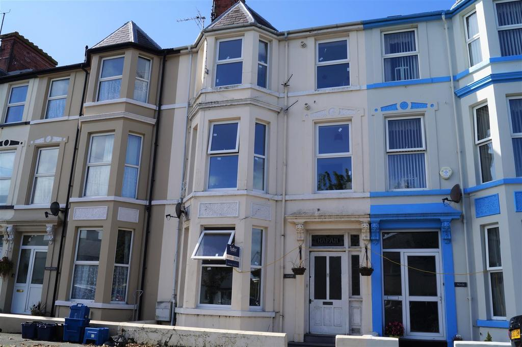 5 Bedrooms Terraced House for sale in Embankment Road, Pwllheli