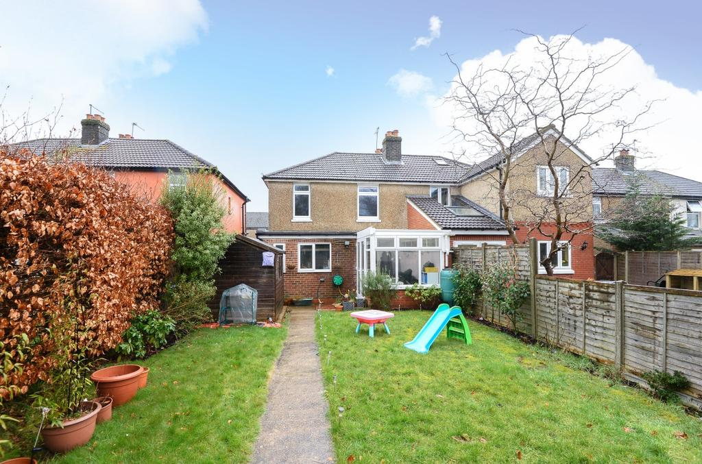 3 Bedrooms Semi Detached House for sale in Princes Road, Petersfield, GU32