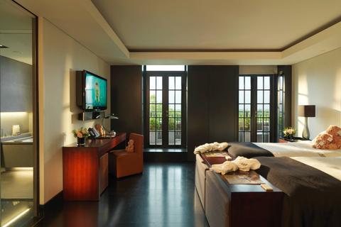 4 bedroom flat to rent - Park Lane London W1K