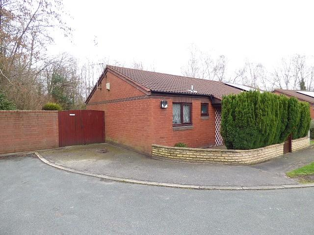 2 Bedrooms Bungalow for sale in Talbot Close, Birchwood, Warrington