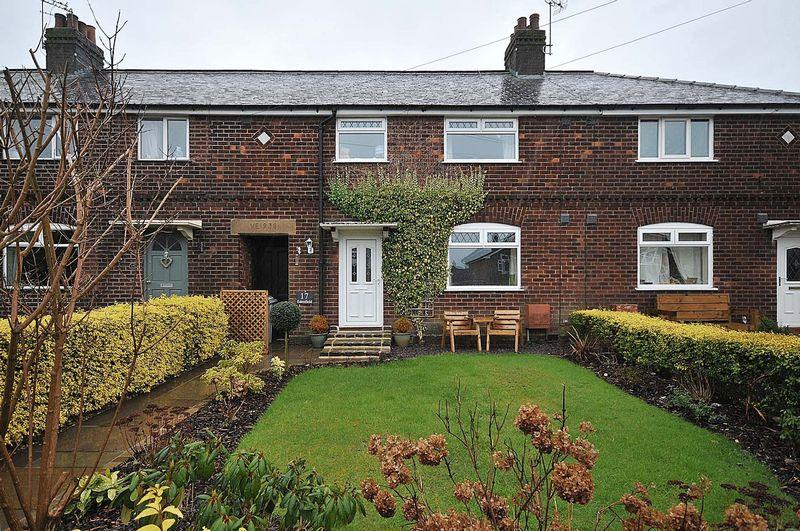 4 Bedrooms Terraced House for sale in Edenfield Road, Mobberley