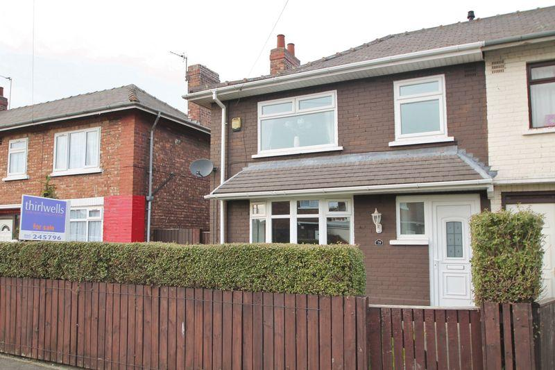 3 Bedrooms End Of Terrace House for sale in Pallister Avenue, Brambles Farm