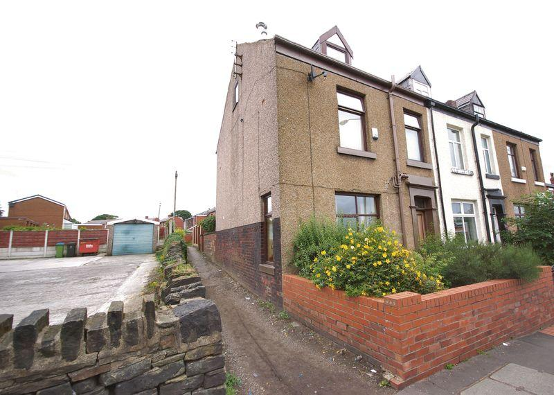 3 Bedrooms End Of Terrace House for sale in Edenfield Road, Rochdale