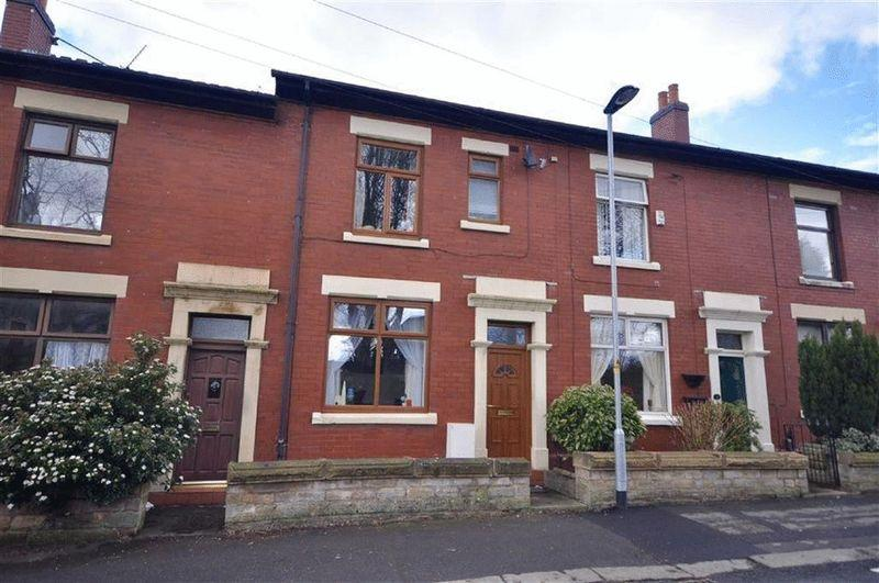 4 Bedrooms Terraced House for sale in Vicarage Road North, Rochdale