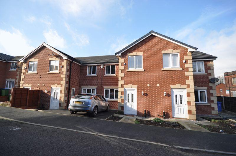 3 Bedrooms Semi Detached House for sale in 45 Wild Street, Heywood