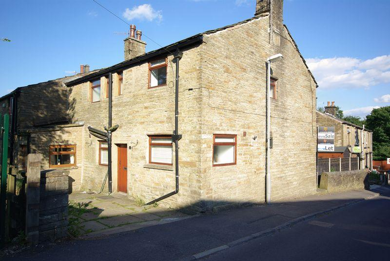 3 Bedrooms Semi Detached House for sale in Hall Fold, Rochdale