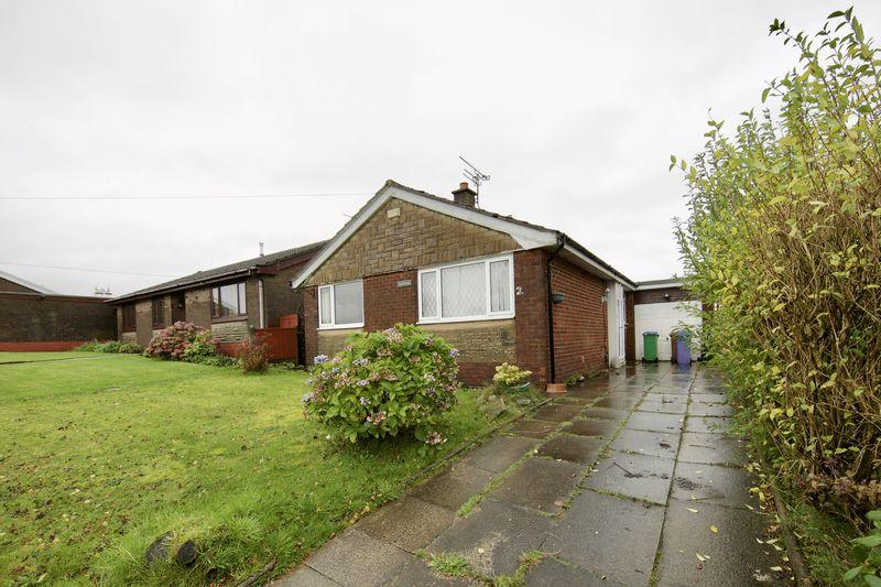 3 Bedrooms Detached Bungalow for sale in Middle Hill, Rochdale