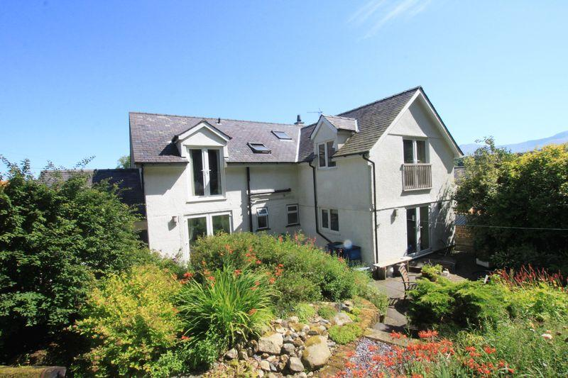 4 Bedrooms Detached House for sale in Glasinfryn, Bangor