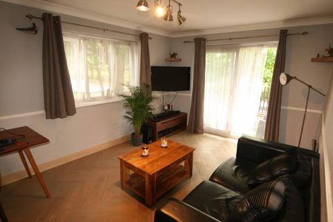 2 bedroom apartment to rent - Birchend Close, South Croydon