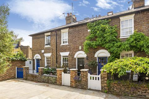 2 bedroom terraced house for sale - Castle Place, Chiswick, London, W4