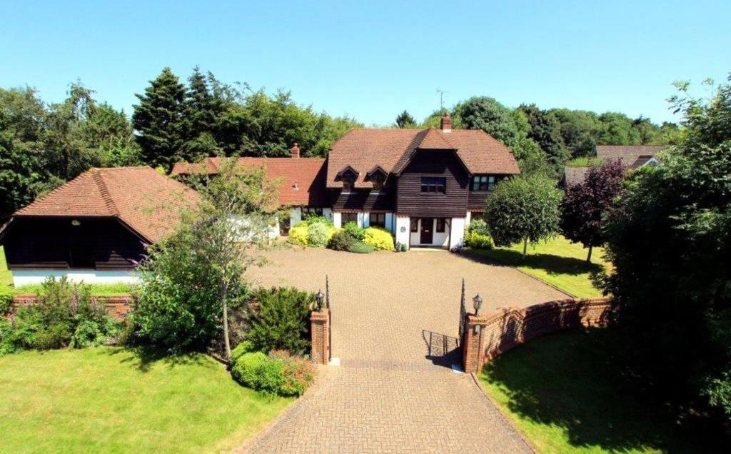 6 Bedrooms Detached House for sale in Kiln Fields, Wooburn Green, Buckinghamshire, HP10
