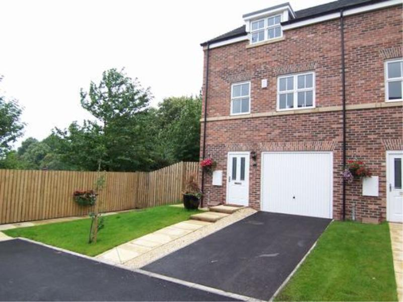 3 Bedrooms Town House for sale in BEECH COURT, LEEDS, LS14 6WX