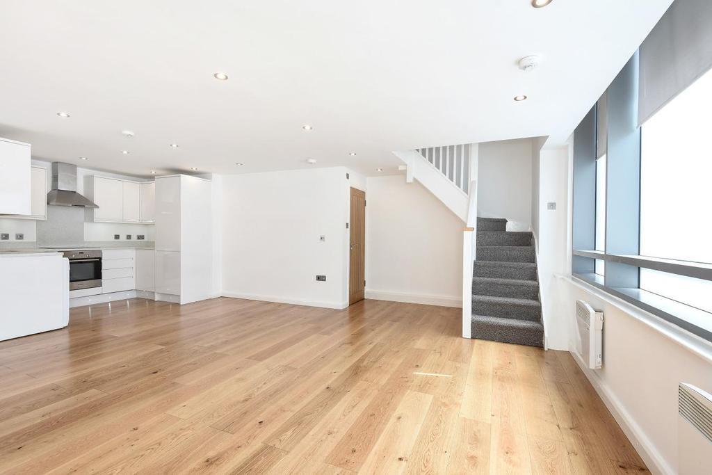 2 Bedrooms Flat for sale in Hardwicks Square, Southfields