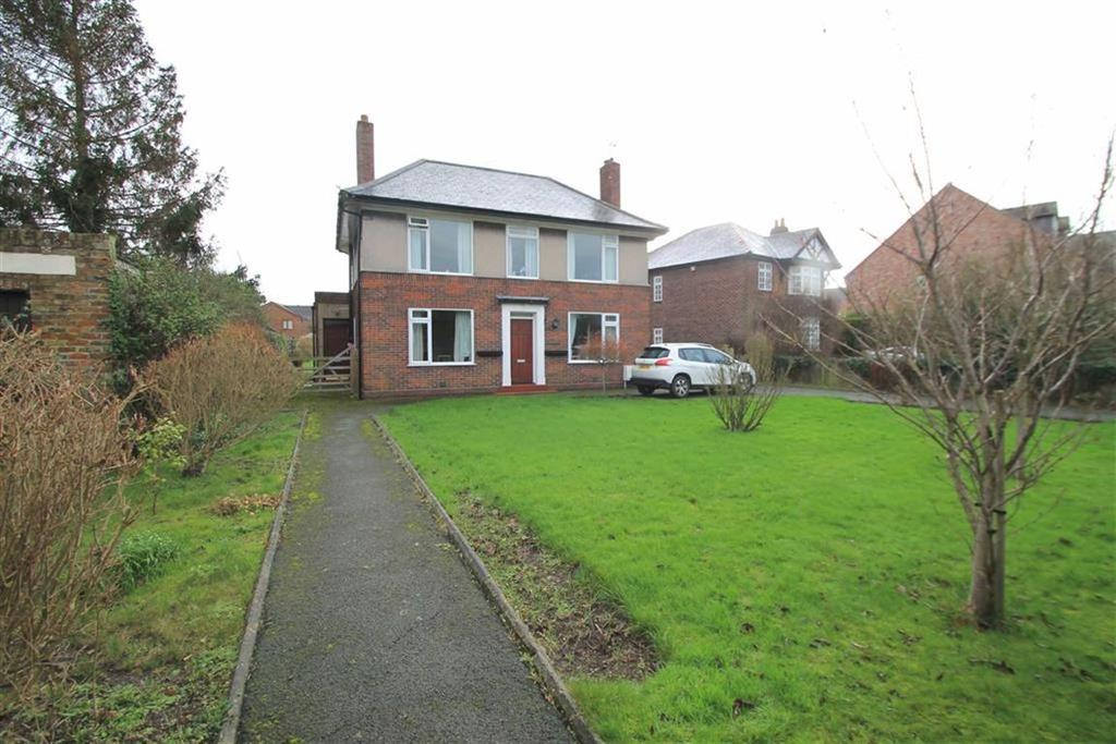 3 Bedrooms Detached House for sale in Wrexham Road, Holt, Wrexham