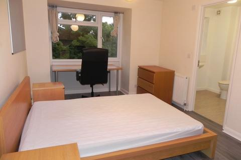 Studio to rent - Guildford Park Avenue, Guildford, GU2 7NH