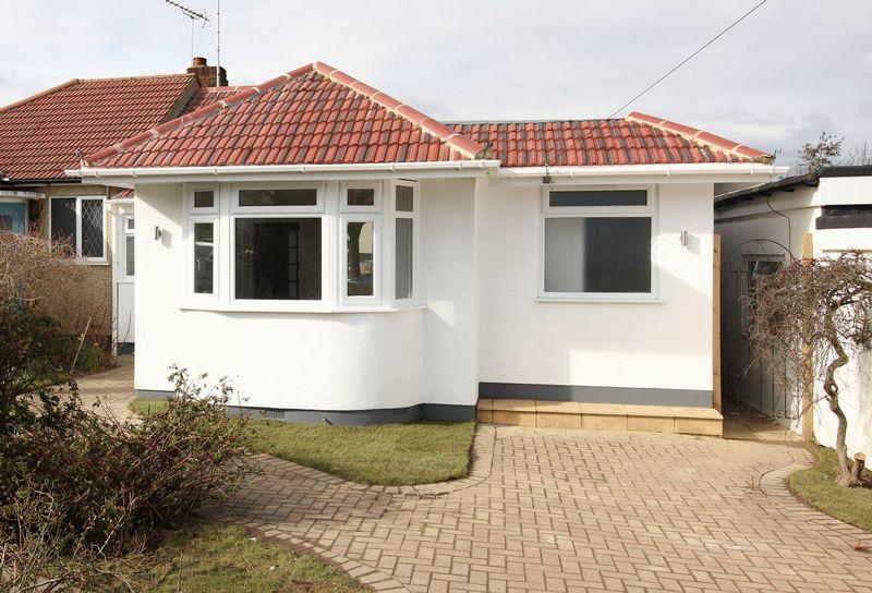 3 Bedrooms Semi Detached Bungalow for sale in Stuart Road, East Barnet
