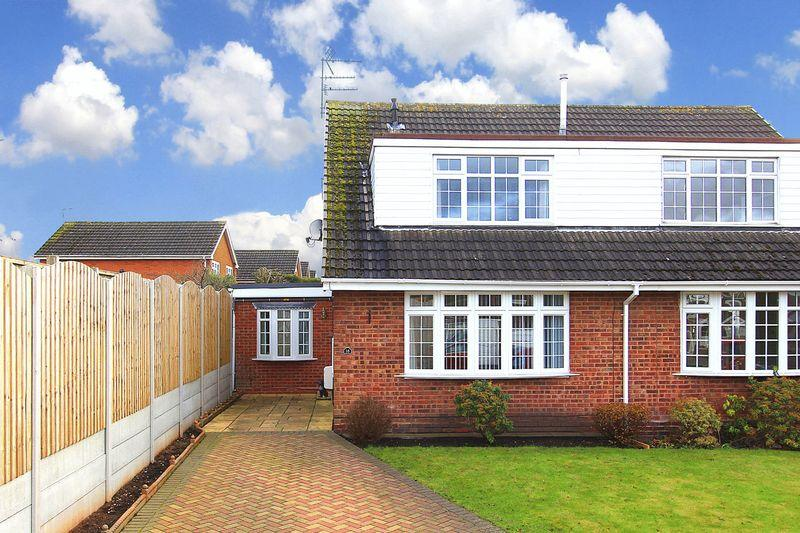 2 Bedrooms Semi Detached House for sale in WOMBOURNE, The Warings