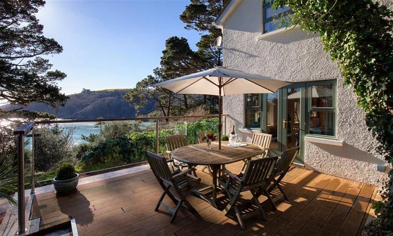 3 Bedrooms Detached House for sale in Castle Road, Kingswear, Dartmouth, Devon, TQ6