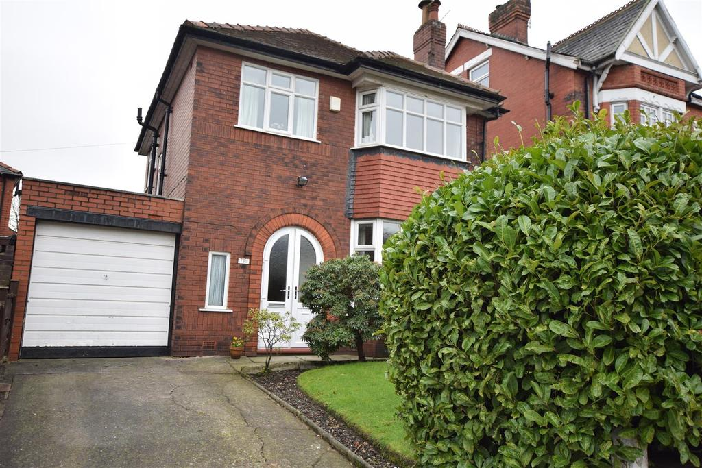 3 Bedrooms Detached House for sale in Manchester New Road, Alkrington