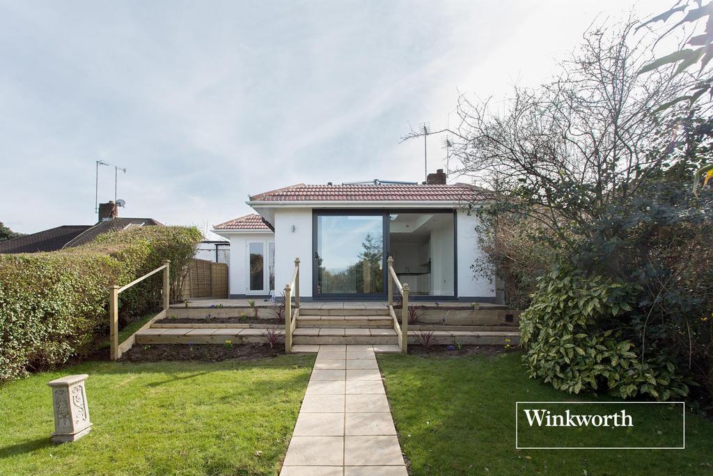 4 Bedrooms Semi Detached Bungalow for sale in Stuart Road, East Barnet, Herts, EN4