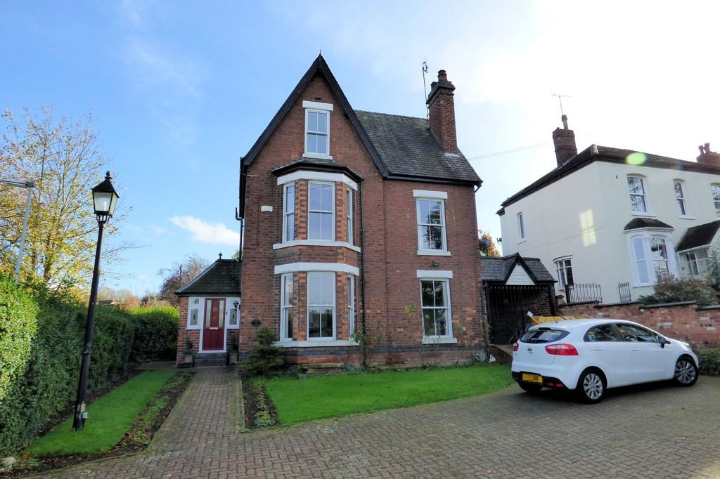 4 Bedrooms Detached House for sale in Newton Road, Burton upon Trent