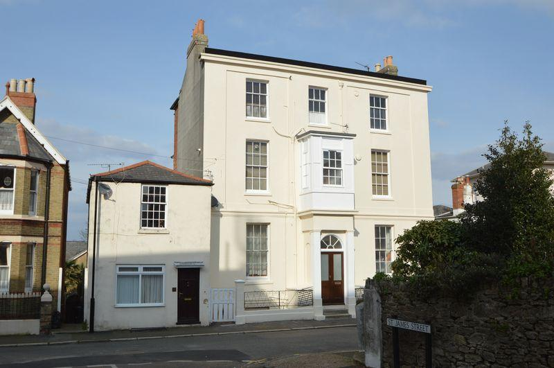 3 Bedrooms Apartment Flat for sale in SPENCER ROAD, RYDE