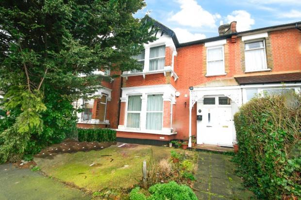 2 Bedrooms Maisonette Flat for sale in Stanhope Gardens, Ilford, IG1