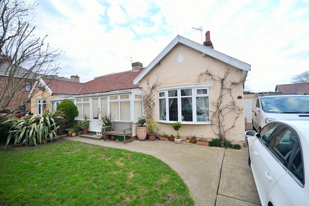 3 Bedrooms Semi Detached Bungalow for sale in Queensland Avenue, Redcar TS10
