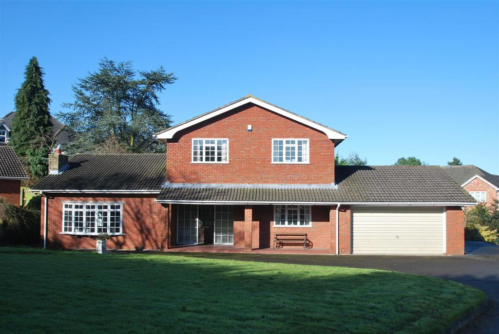 4 Bedrooms Detached House for sale in Silverdale Close, Frodsham