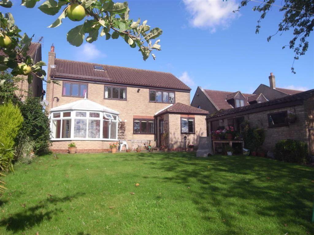 5 Bedrooms Detached House for sale in South View, Brafferton, Darlington