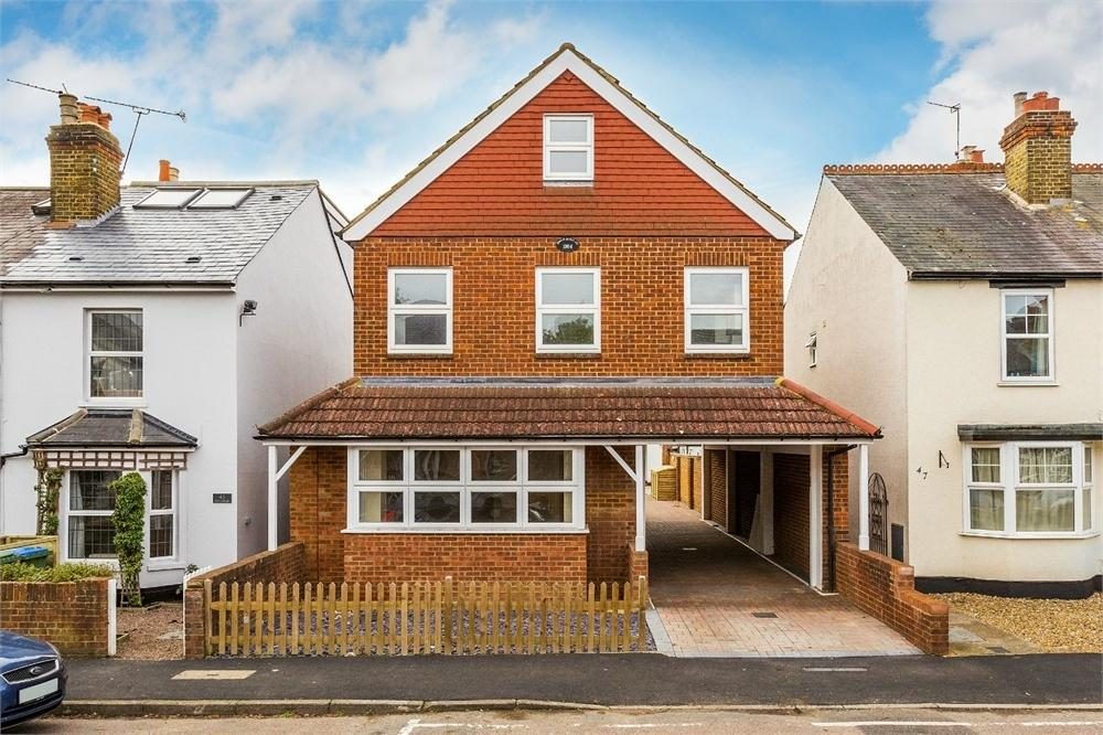Studio Flat for sale in Cambridge Road, WALTON-ON-THAMES, Surrey