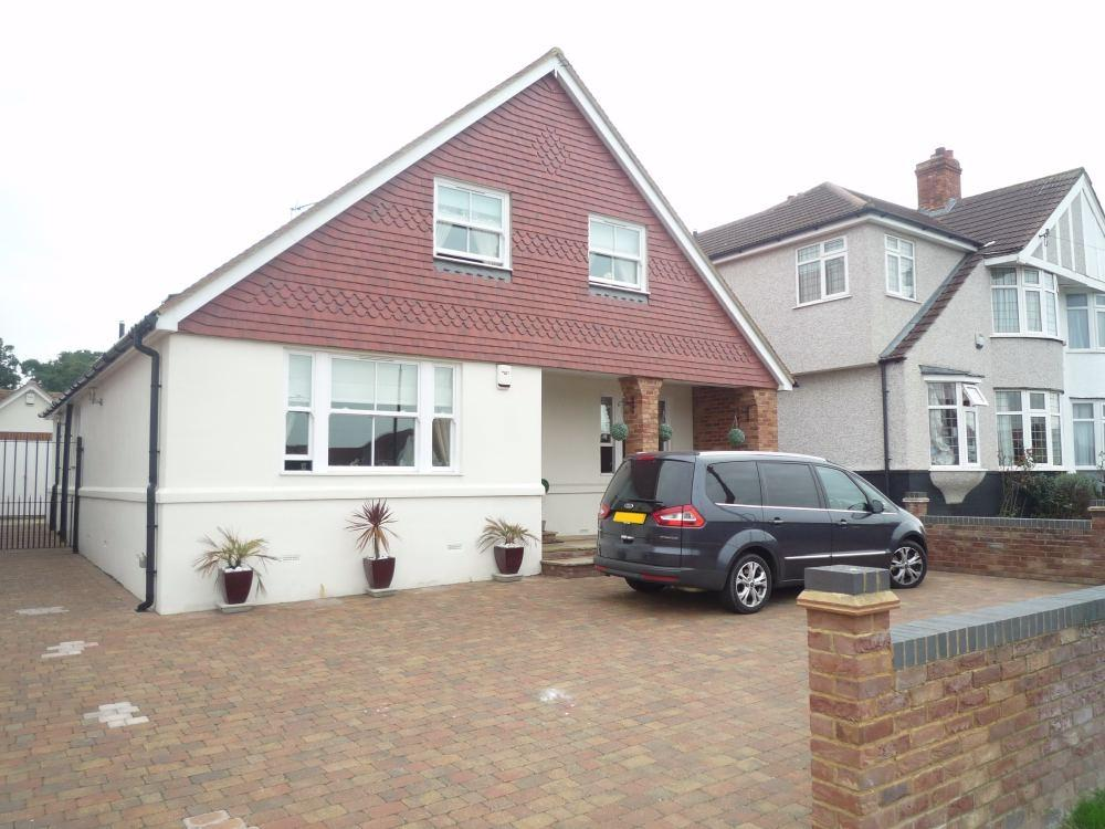 5 Bedrooms Detached House for sale in Cavendish Avenue, Northumberland Heath