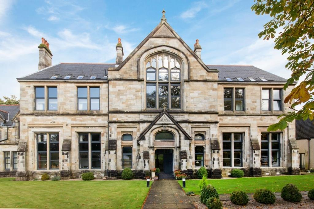 2 Bedrooms Duplex Flat for sale in 7 School House School Wynd, Quarriers Village, PA11 3NQ