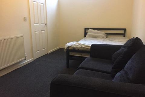 Studio to rent - 19 Kelvin Grove, Wombwell
