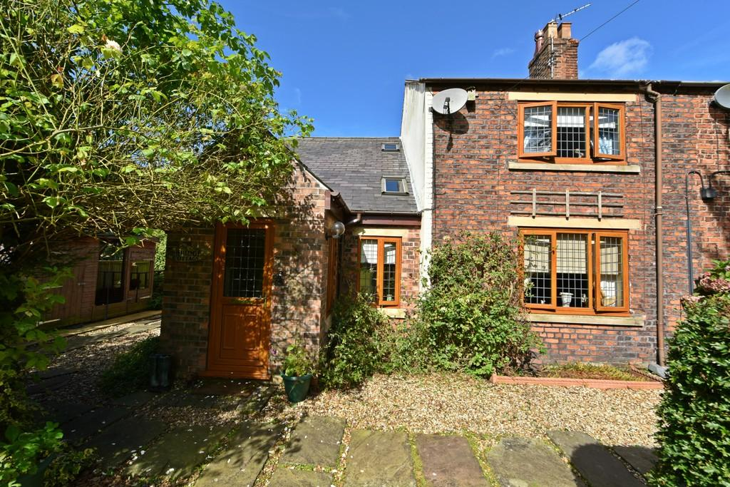 3 Bedrooms Cottage House for sale in Bridge Cottage, Firswood Road