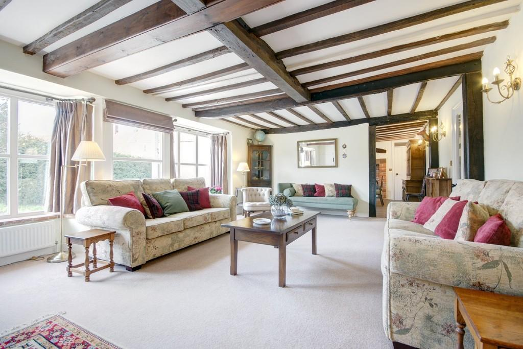 5 Bedrooms Detached House for sale in The Green, Edgefield