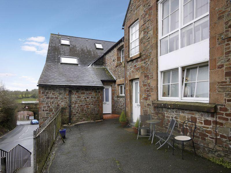 2 Bedrooms Maisonette Flat for sale in Holsworthy