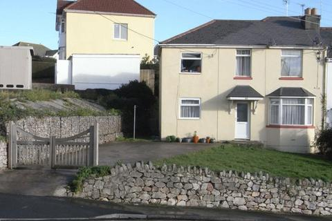2 bedroom flat to rent - FIRST FLOOR FLAT in converted house within easy walking distance of the town centre.