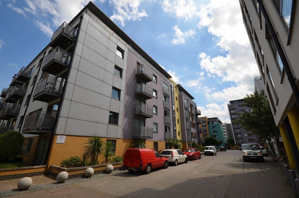1 Bedroom Flat for sale in Montana Building, Deals Gateway, London