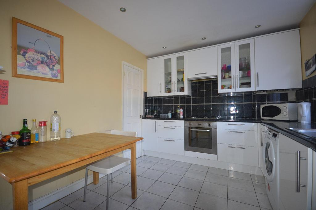 4 Bedrooms Terraced House for sale in St. Matthew's Road London SW2