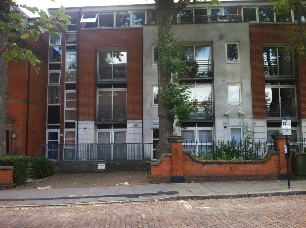 3 Bedrooms Flat for sale in Harrow Road, London