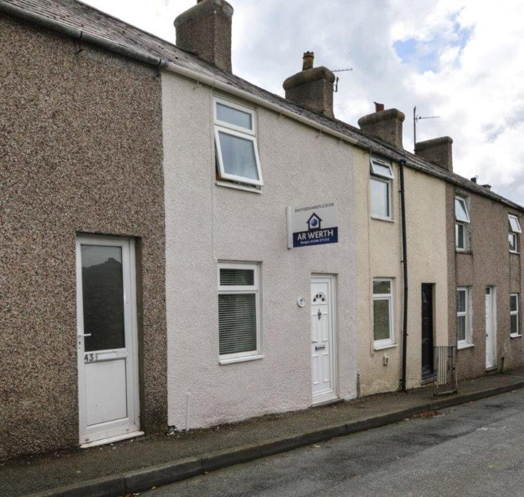 3 Bedrooms Terraced House for sale in Hendrewen Road, Bangor, North Wales