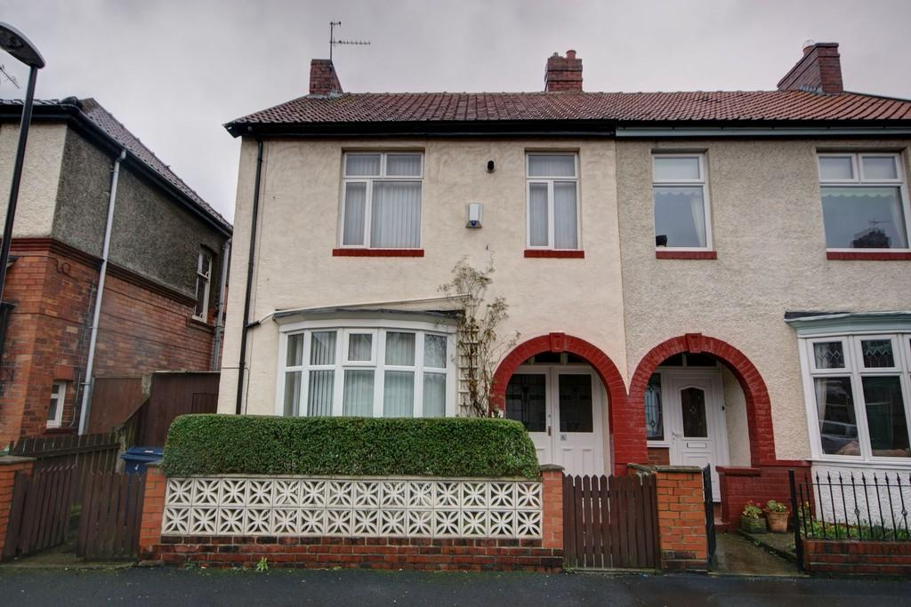 3 Bedrooms Semi Detached House for sale in St. Andrews Terrace, Roker