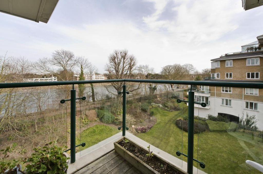 3 Bedrooms Flat for sale in Charlwood House, Kew