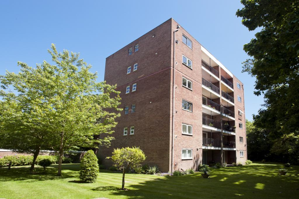 2 Bedrooms Flat for sale in The Avenue, Poole, Dorset, BH13