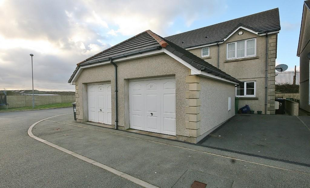 3 Bedrooms Semi Detached House for sale in Felin Wen, Holyhead, North Wales